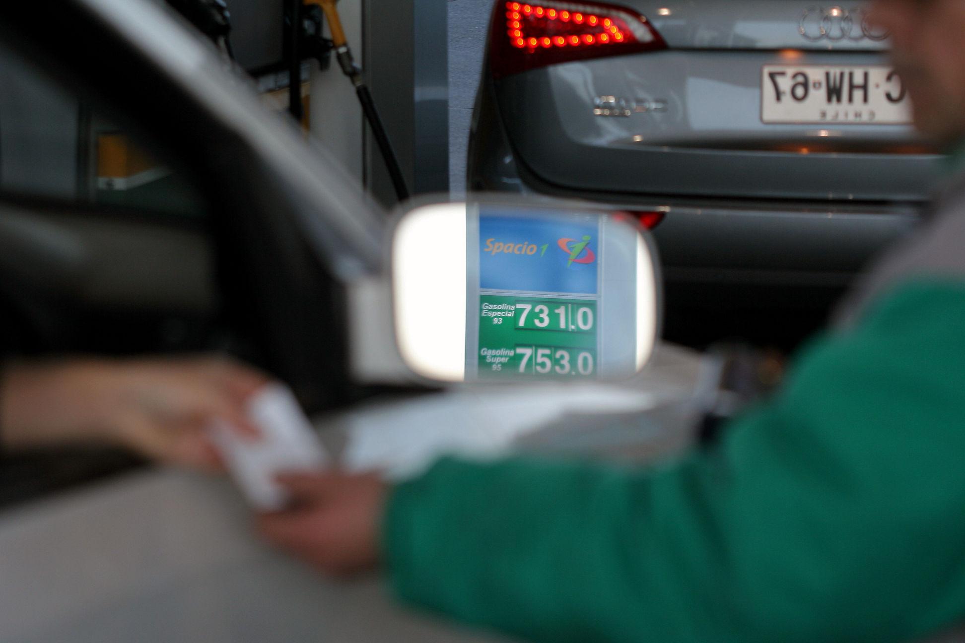 Precio de las bencinas bajan en promedio $ 7 a partir de este jueves