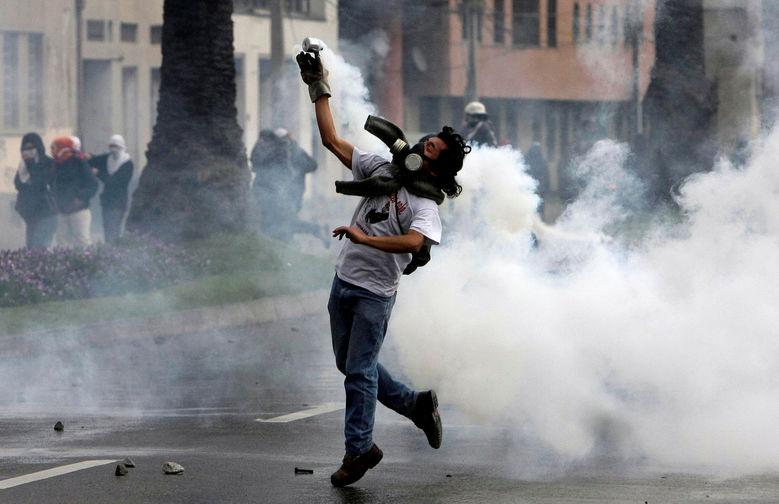 Carabineros impide marchar a estudiantes por en Valparaíso