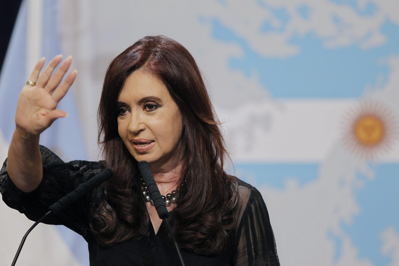Presidenta de Argentina insta a abrir discusión sobre minería en medio de protestas