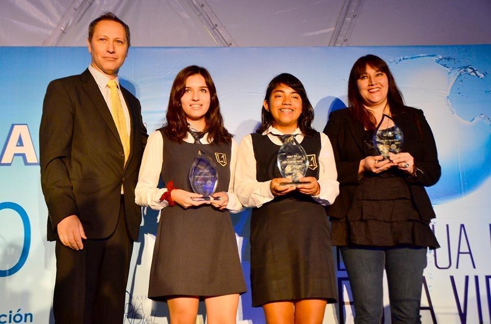 Las ganadoras y alumnas del Liceo Javiera Carrera.