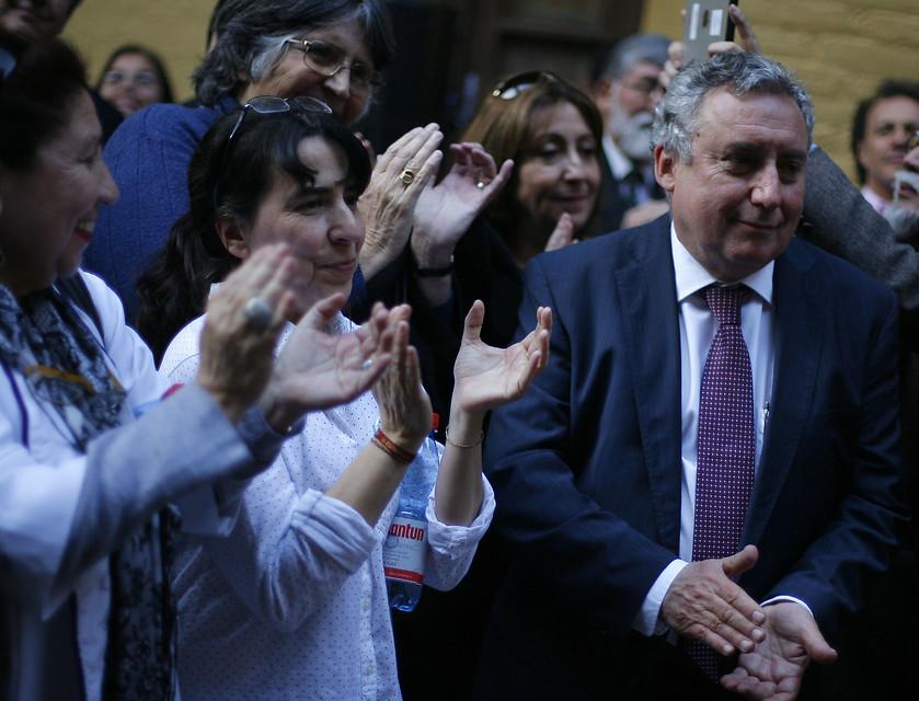 Premios Nacionales defienden al rector Ennio Vivaldi tras críticas por rupturas dentro del CRUCh
