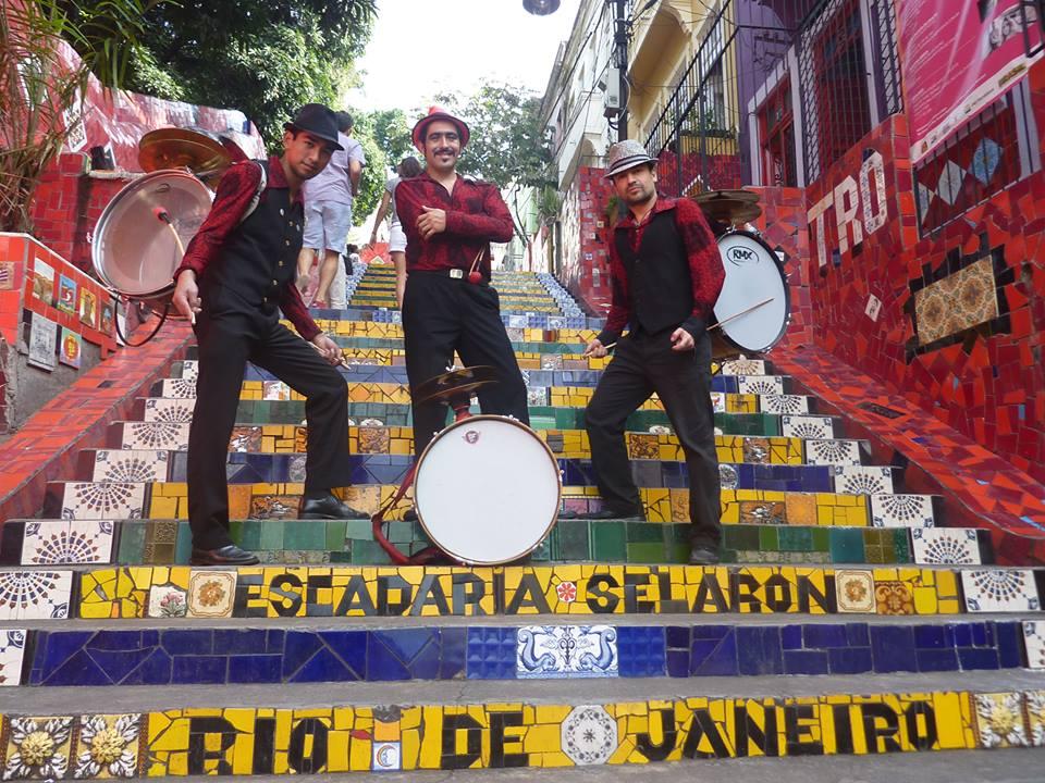 Chinchineros en el Mundial. Escalera Selarón, Río de Janeiro, Brasil