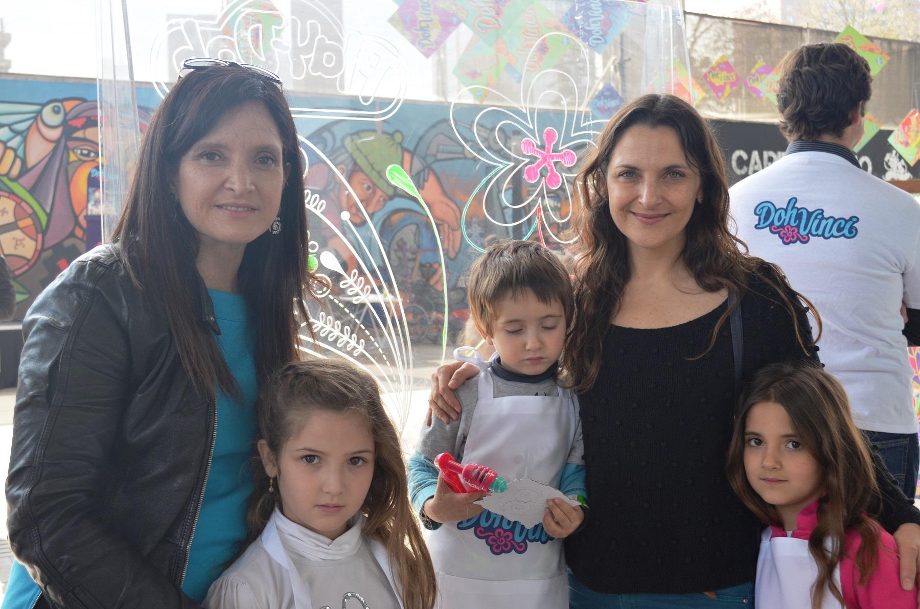 Matilde Burgos e hija, Antonia Zegers y sus hijos 2