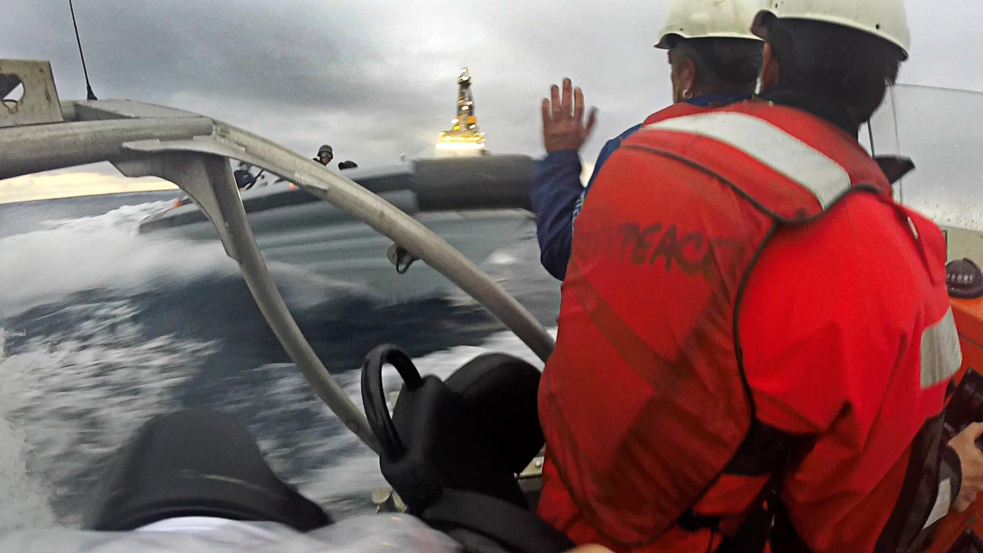 VIDEO | Las imágenes de la Armada española embistiendo a miembros de Greenpeace