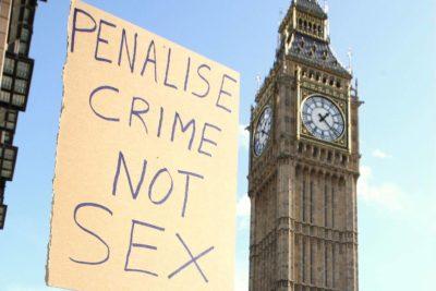 FOTOS + VIDEOS | Protesta porno se toma frontis del Parlamento británico