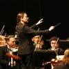 Alejandra Urrutia dirigiendo a la Sinfónica de Chile