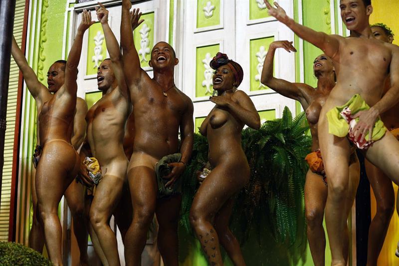 Sitios que muestran mujeres desnudas