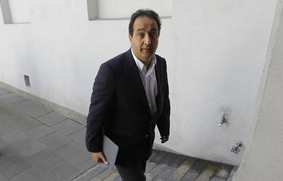 El ex alcalde de Santiago y candidato a senador UDI llega a La Moneda para reunirse con el Ministro del Interior
