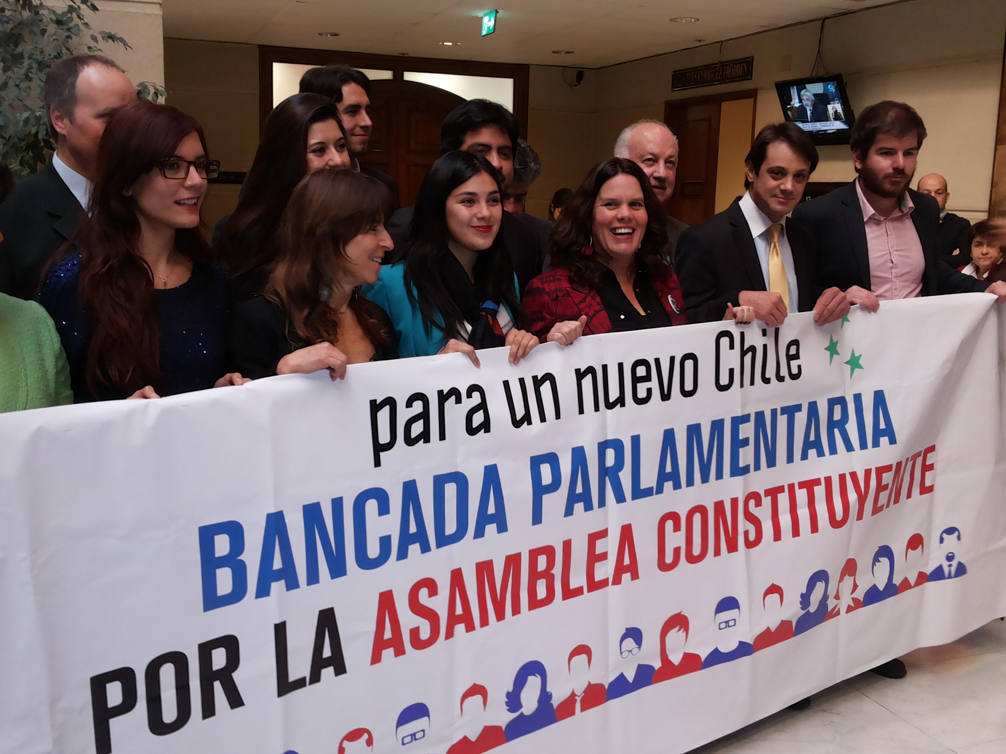 Nueva Constitución: la bancada que busca presionar a Bachelet para impulsar la Asamblea Constituyente