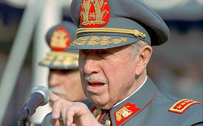 Familiares y amigos conmemorarán los diez años de la muerte de Augusto Pinochet