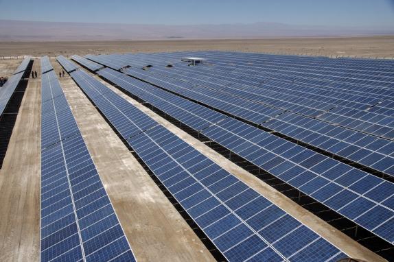 Ministros de Energia y Medio Ambiente encabezan inauguracion de la planta Fotovoltaica SPS-Huayca 1 en la Provincia del Tamarugal