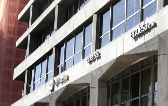 Policias de Investigaciones allana el edificio corporativo de Endesa Chile