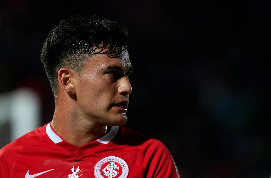 Inter de Porto Alegre aceptó millonaria oferta de Leicester City por Charles Aránguiz