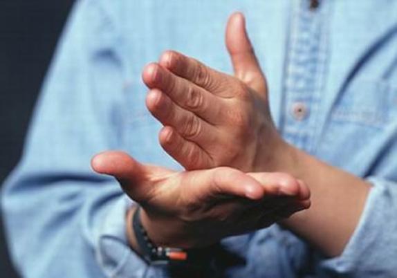 La Fundación Amona invita a aprender el lenguaje a señas |  UNICEN