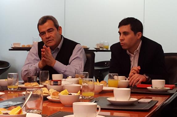 De Sodimac, su gerente de sostenibilidad, Juan Carlos Corvalán, y su jefe de sostenibilidad, Pablo Urbina.