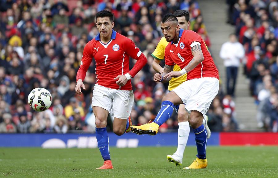 Conoce a los tres chilenos nominados al equipo ideal de la FIFA del 2016