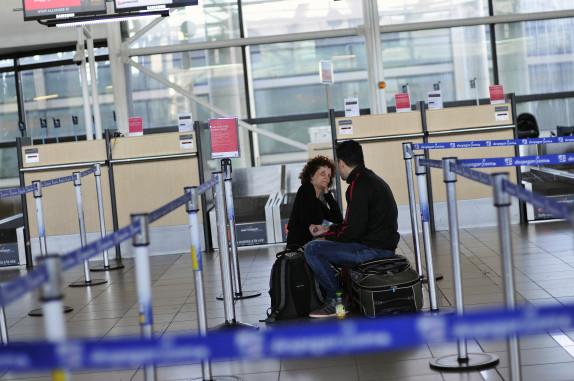 Continúa el paro de las DGAC que afecta a cientos de pasajeros