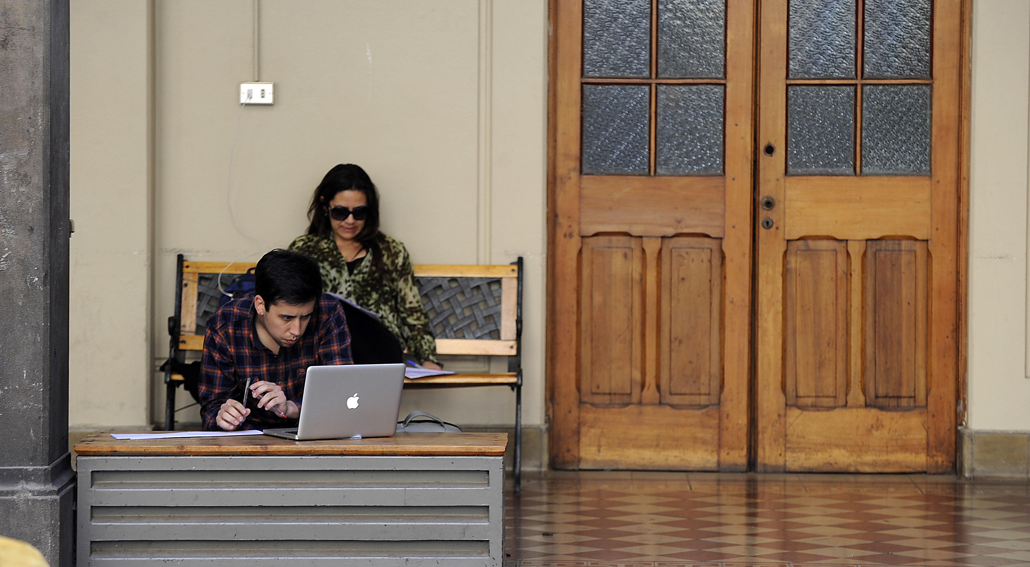 ¿Qué beneficios tendrán los estudiantes sin gratuidad tras acuerdo Gobierno-Oposición?