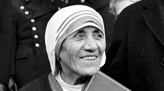 madre-teresa-calcuta-tras-recibir-nobel-paz-1979-1390565883680