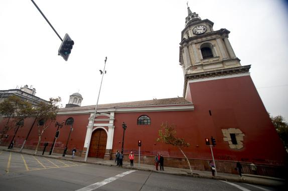 La Iglesia San Francisco es repintada luego de la Ultima Marcha Estudiantil