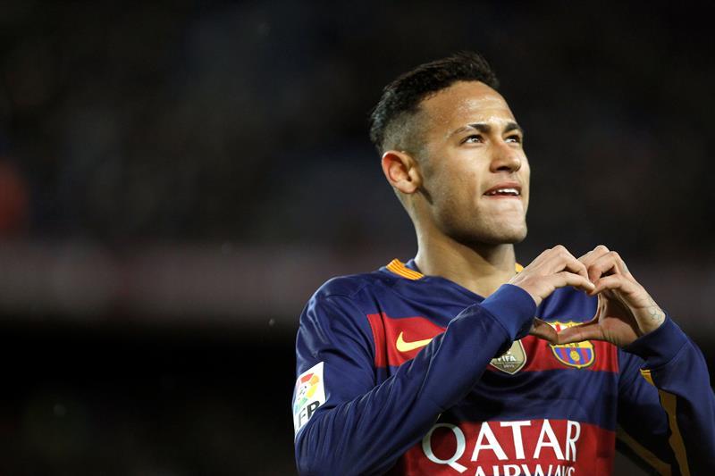 A lo Arturo Vidal: Neymar sale ileso tras chocar su Ferrari y podría jugar sin problemas con el Barcelona