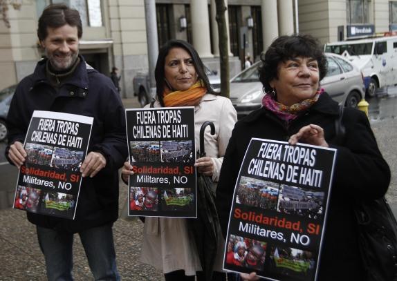 Agrupación de Familiares de Ejecutados Políticos entregan carta en La Moneda