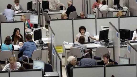Funcionarios-oficinas-Empleo_ECDIMA20140203_0019_4