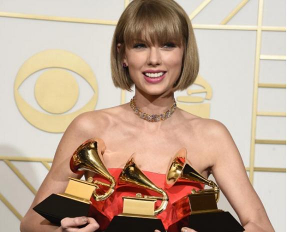 Taylor Swift y Lamar ganadores de la entrega del Grammy — FARÁNDULA