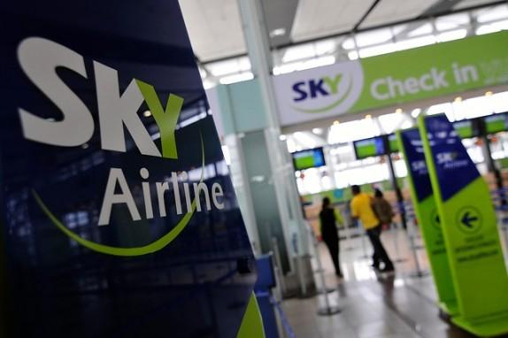 Trabajadores de Sky Airlines aprueban realizar huelga tras fallidas negociaciones — CHILE