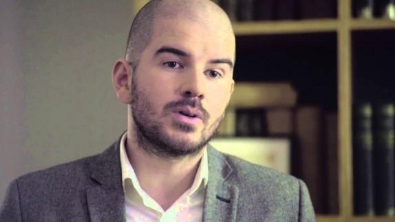 El irónico video en el que el diputado Giorgio Jackson le pide dinero a una abuelita