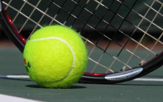 Allanan Federación de Tenis por supuesto fraude tributario
