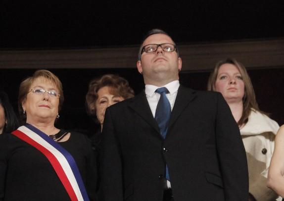 Presidenta participa de gala en Teatro Municipal