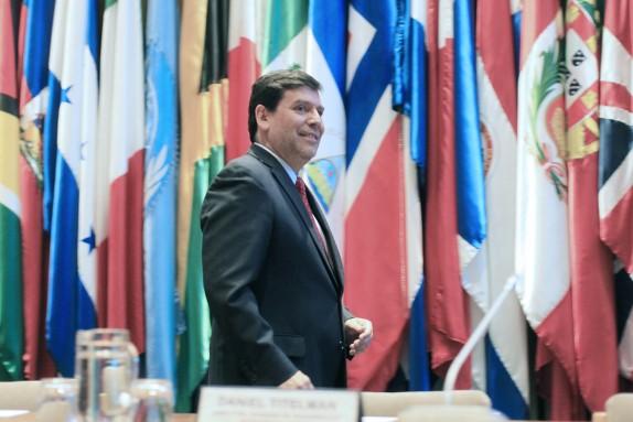 Ex Ministro Alberto Arenas presenta el libro  Sostenibilidad Fiscal y Reformas Tributarias en América Latina
