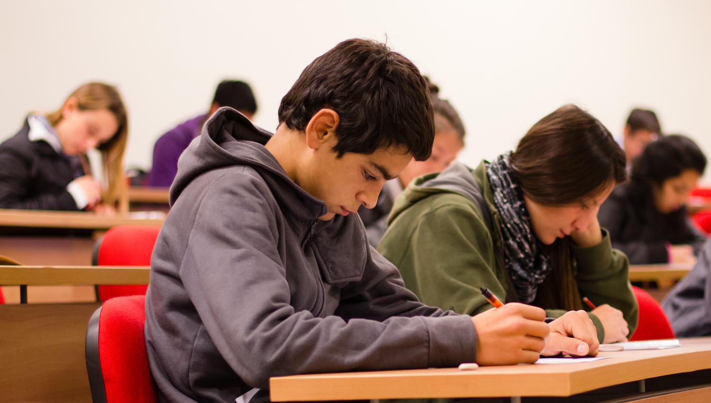 """Diez cifras y análisis que evidencian que la PSU """"potencia la exclusión y no ofrece calidad"""""""