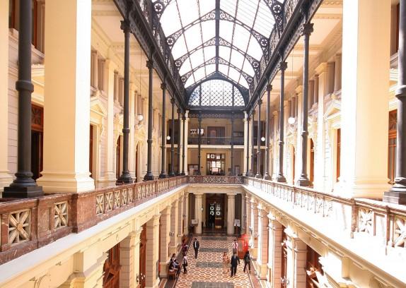 01 de Marzo 2011 Fotografias tematicas en el palacio de tribunales de la Corte Suprema de Chile. Foto:PEDRO CERDA/AGENCIAUNO