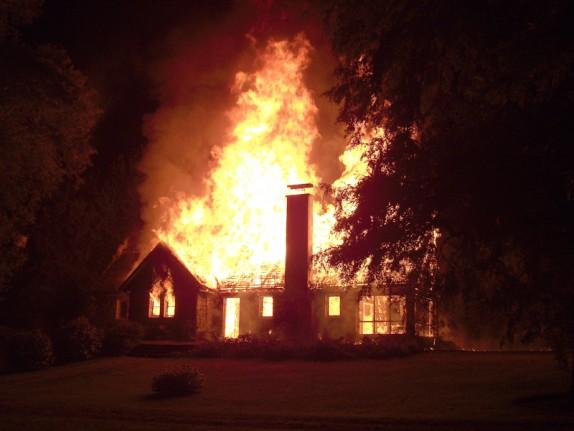 Imagenes del atentado a Casa patronal en Vilcun