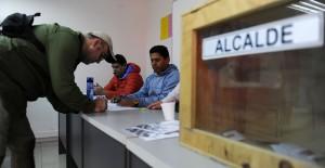Urnas semi vacías durante las elecciones primarias de alcalde