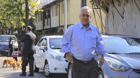 Felipe Alessandri y  Sebastián Piñera se reúnen con vecinos de Santiago