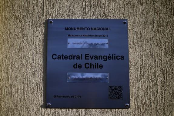 Ministros firman convenio de restauracion de la Catderal Evangelica de Chile