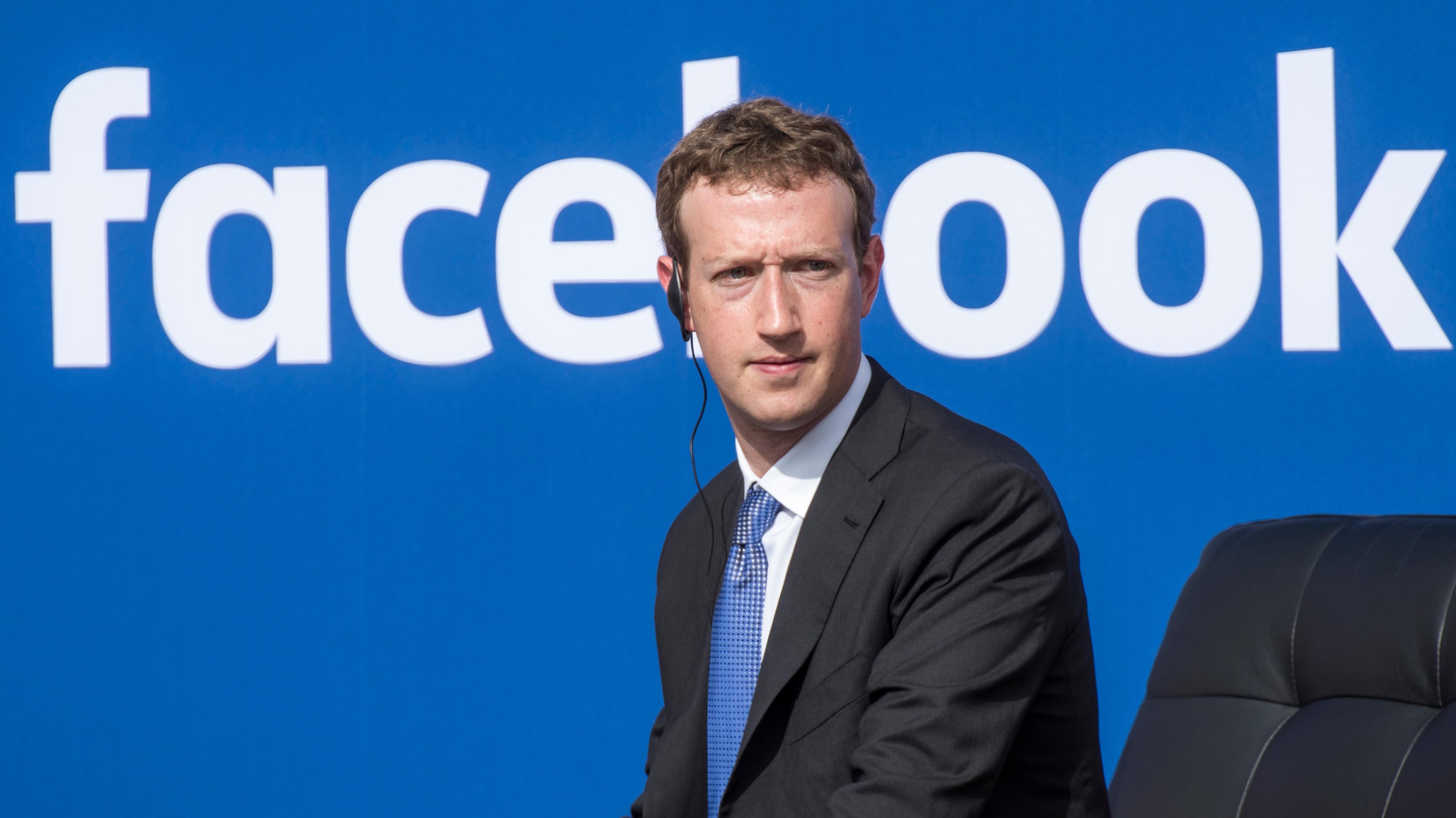 Bachelet se reunirá con el creador de Facebook en la Cumbre APEC en Perú este sábado