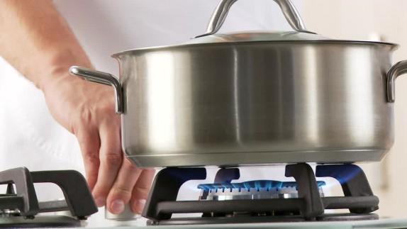 938106435-activar-llama-de-gas-cocina-a-gas-olla