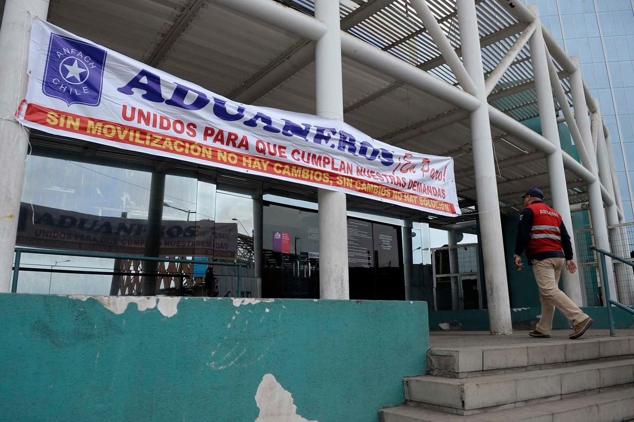 Funcionarios de Aduanas postergaron en un día inicio del paro nacional