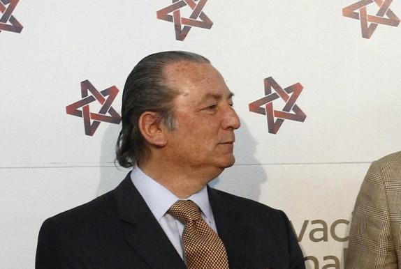 Alberto Espina entrega a Directiva de RN la propuesta elaborada por la Comisión de Asuntos Constitucionales de la colectividad ante eventuales cambios a la Carta Fundamental.