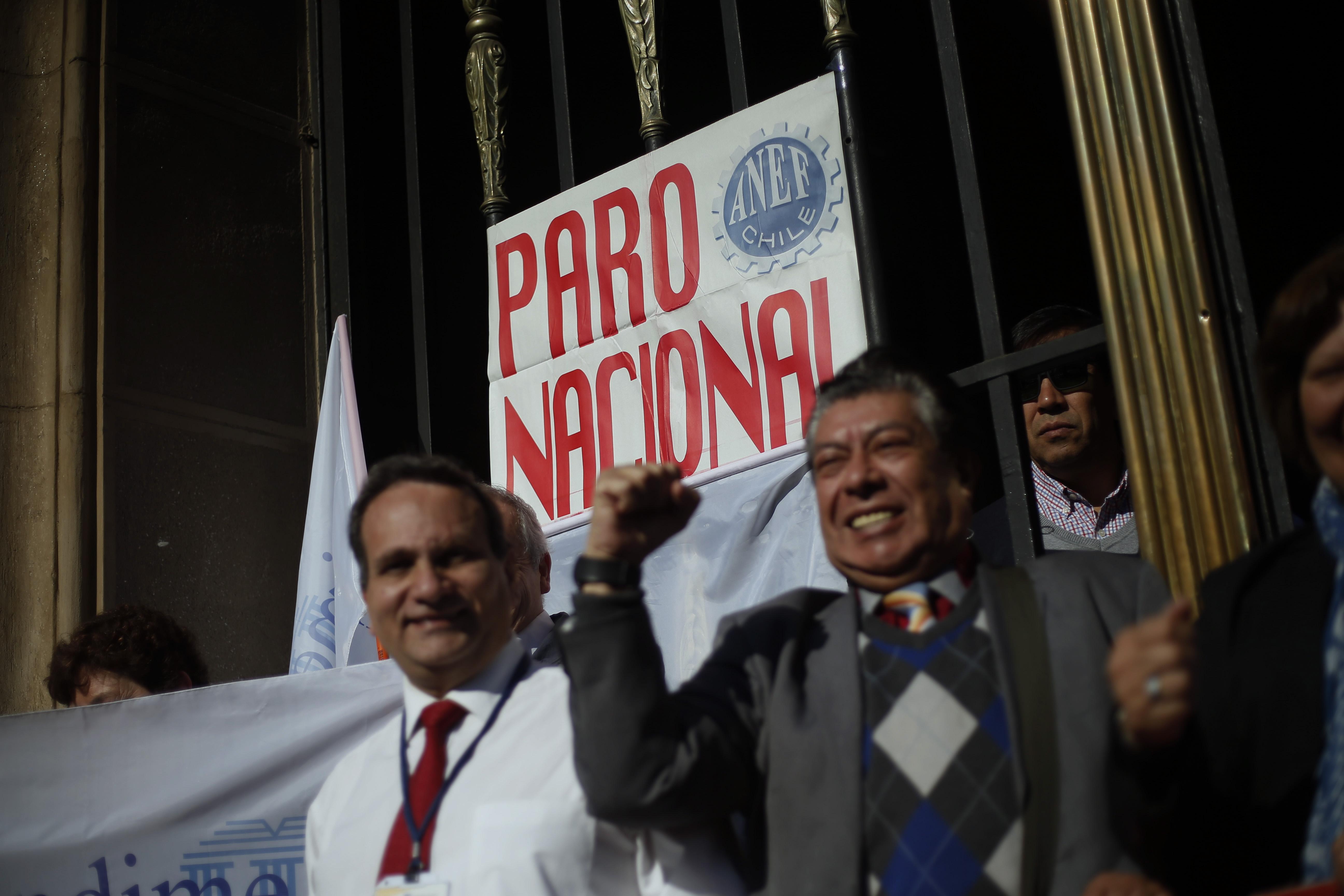 Reajuste al sector público: Gobierno presentará veto aditivo para destrabar conflicto
