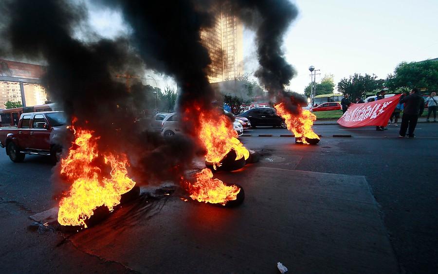 """Amplitud: """"Con actos de violencia, el movimiento NO+AFP pierde fuerza y respaldo"""""""
