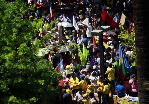 04 de Noviembre de 2016/SANTIAGO Miles de personas comienzan a congregarse en la Plaza de Armas para manifestarse en contra de las AFP FRANCISCO CASTILLO D./AGENCIAUNO
