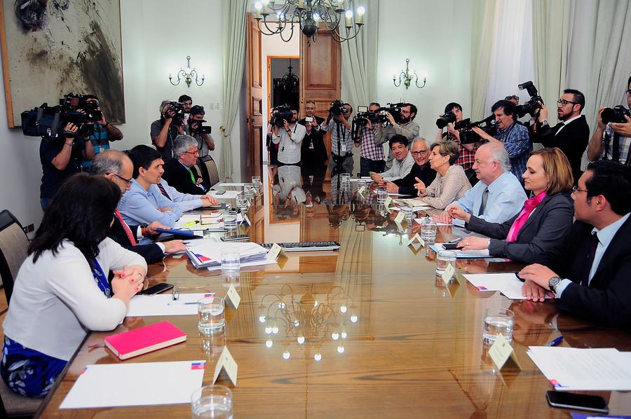 Comité político de La Moneda aclara que proceso constituyente sigue siendo prioridad del Gobierno