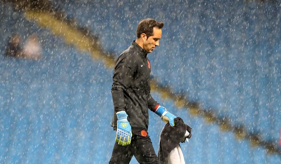En el suelo: Marca, Sport y Mundo Deportivo no tienen piedad con Claudio Bravo