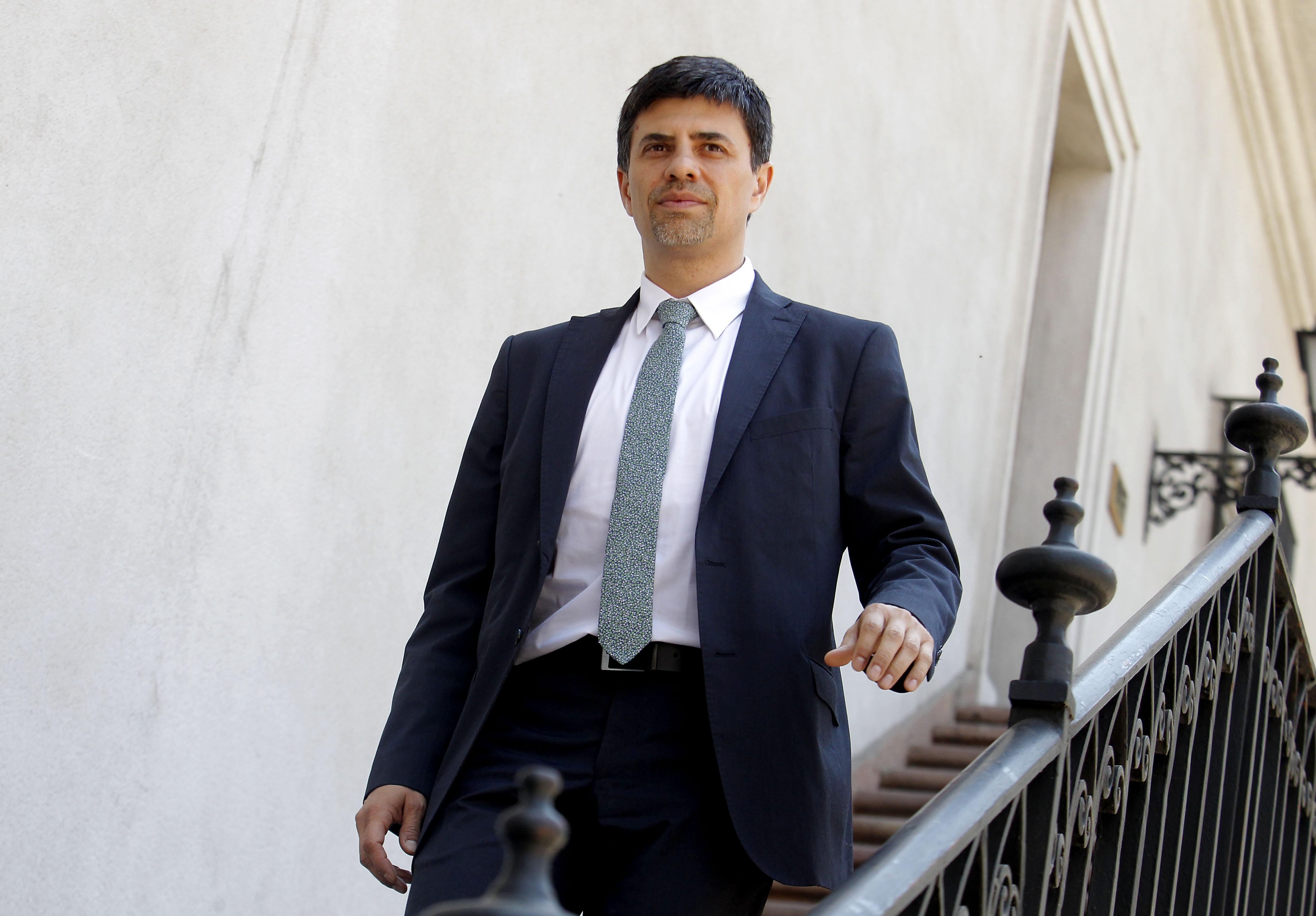 """Reajuste: La Moneda pide """"flexibilidad"""" a trabajadores para llegar a acuerdo"""