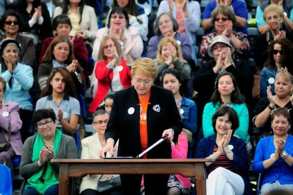 Presidenta Bachelet firma proyecto de ley sobre violencia contra la mujer